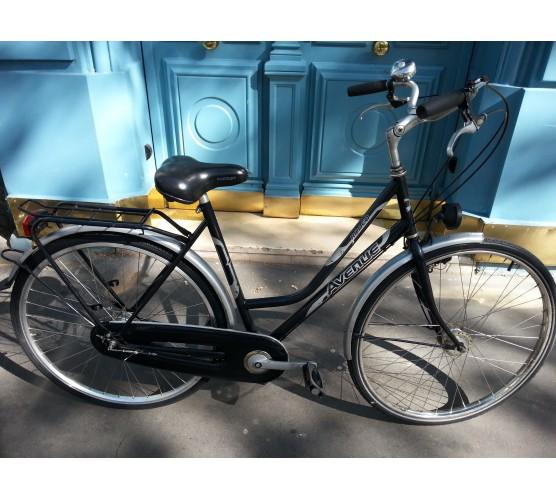 v los d 39 occasion au r parateur de bicyclettes. Black Bedroom Furniture Sets. Home Design Ideas